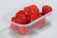 Упаковка ягод клубники